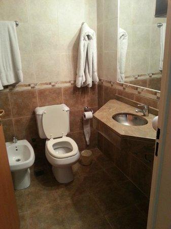 Sures Belgrano Suites: Baño