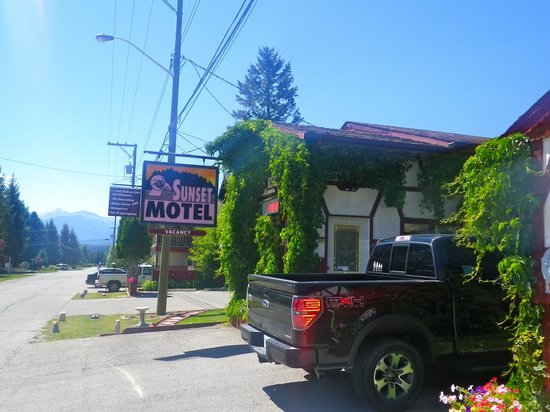 Sunset Motel: Just off the main Highway