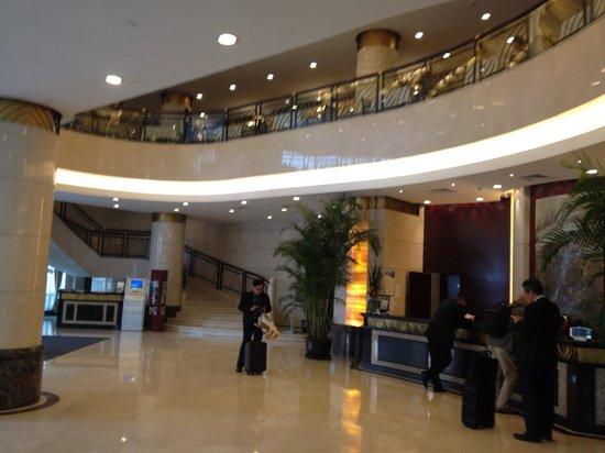 โรงแรมเดอะบันด์: Hotel lobby