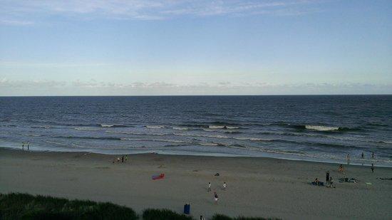 Best Western Plus Grand Strand Inn & Suites: Atlantic Ocean view from room at ocean front building.