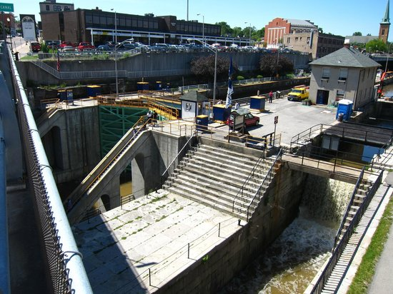 Lockport Cave and Underground Boat Ride: Erie Canal locks 34 and 35