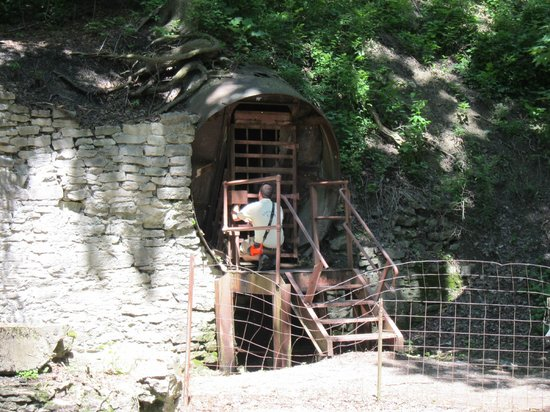 Lockport Cave and Underground Boat Ride: Cave entrance