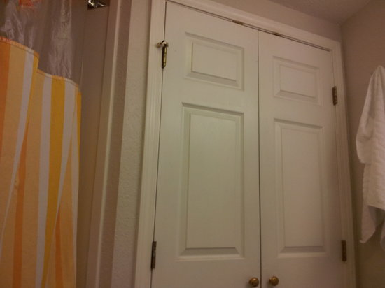 La Quinta Inn & Suites Ft. Lauderdale Plantation: Bathroom Doors (My Room Had 2 Double Beds)