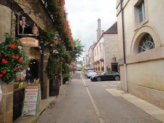 Chateau de Gilly: As ruas sao lindas!!!
