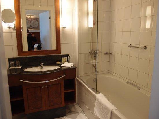 Radisson Blu Royal Astorija Hotel, Vilnius: Bathroom.