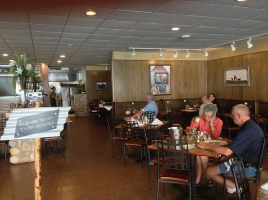 Dakota Cafe : Simple, elegant dining room.
