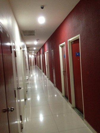 Tune Hotel - 1Borneo, Kota Kinabalu: Shockingly Bad Maintenance & Decor