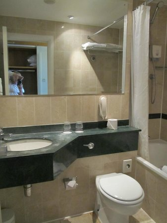 Ibis London Earls Court: Bathroom