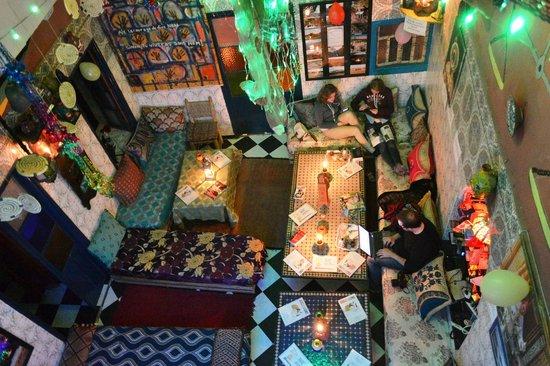 Rainbow Marrakech Hostel: sala aconchegante!