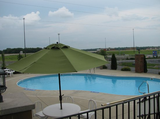 BEST WESTERN Luxbury Inn Fort Wayne: Pool Side