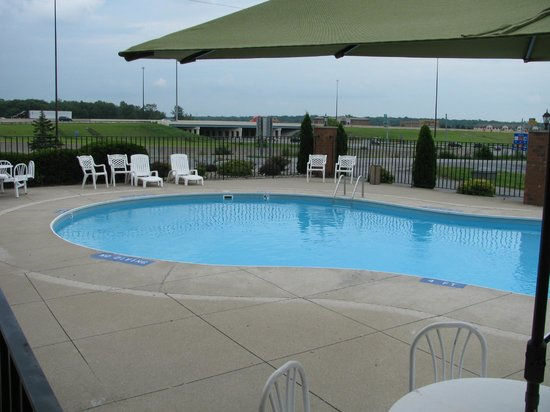 Best Western Luxbury Inn Fort Wayne: Excellent Pool Facilities
