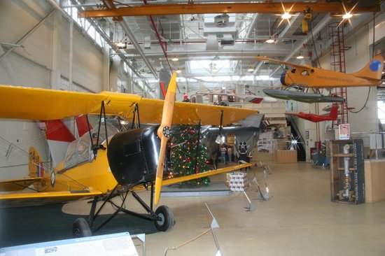 Canadian Air & Space Museum: Display area