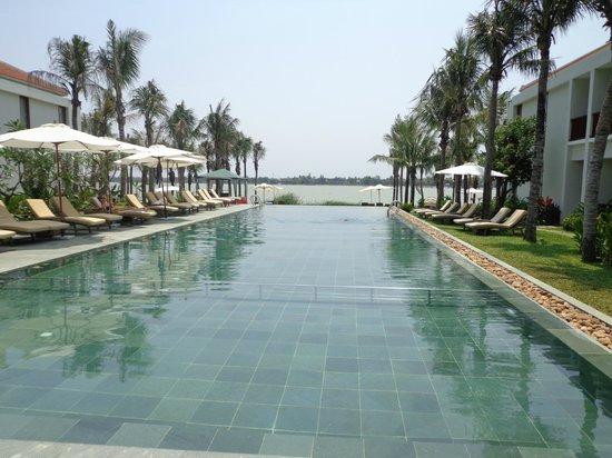 Vinh Hung Emerald Resort: Pool