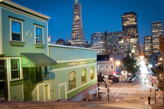Green Tortoise Hostel - San Francisco: The famous Kearny Street steps