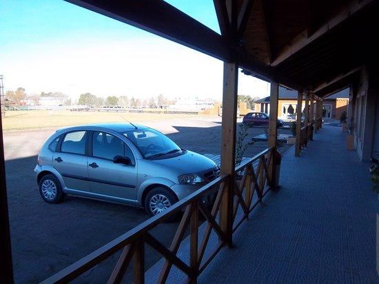 Pampas Al Sur : Estacionamiento junto a la habitación