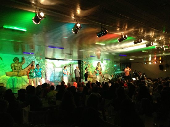 Oba Oba Show Brasil Samba Show: Ugly costumes and lighting. MC talks too much.