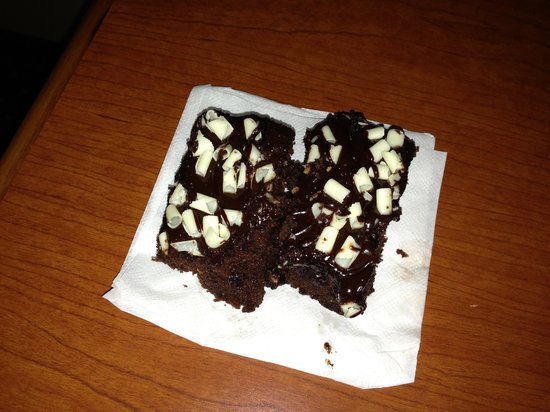 Radisson Hotel Detroit-Farmington Hills : Free brownies from 'manager's reception'