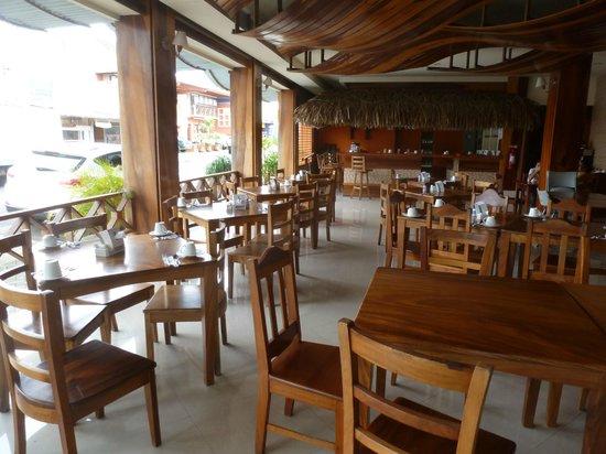 Hotel La Fortuna: Breakfast area
