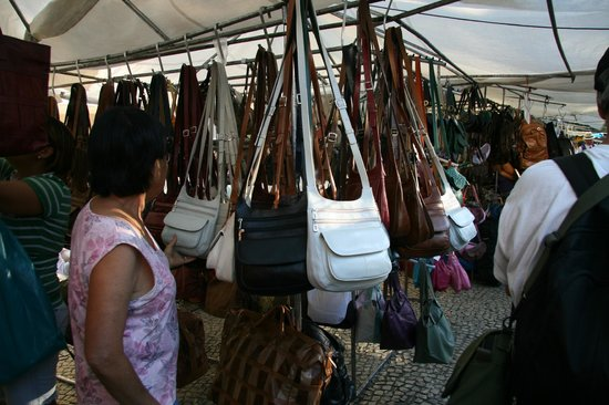 Feira Hippie de Ipanema: Lots of leather goods for sale here