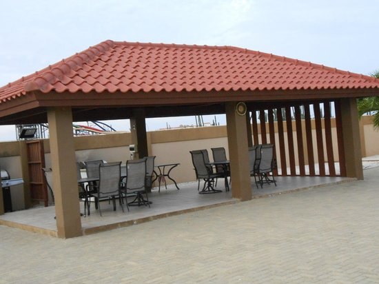 Aruba Breeze Condominium: Grill area