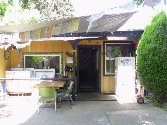Eugene Whiteaker Hostel: outside