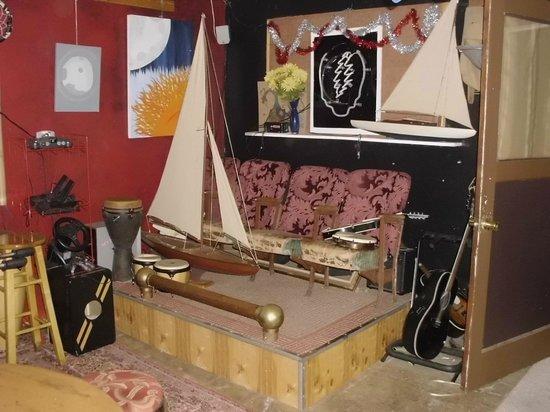 Eugene Whiteaker Hostel: music room