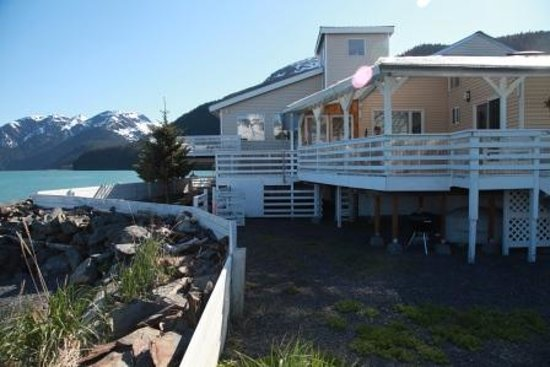 Ocean Front Bed and Breakfast: See the house on the water