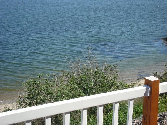 Clipper Shipp Beach Motel: Water view from patio