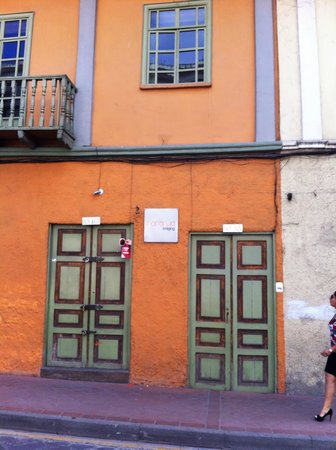 A Casa Naranja: Front Door