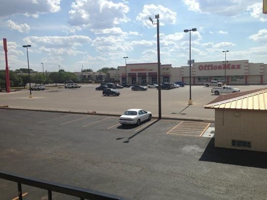 Days Inn Abilene: Back of motel.
