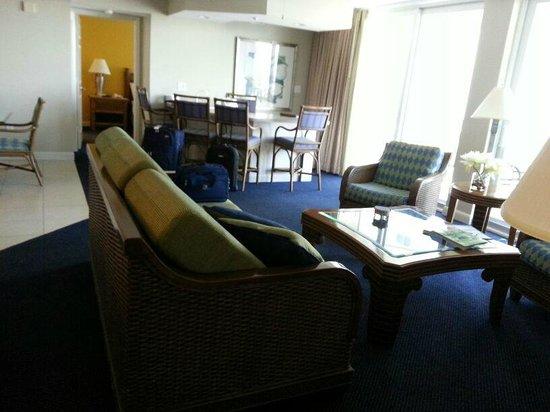 GullWing Beach Resort: living con TV 42 pulgadas al fondo bar