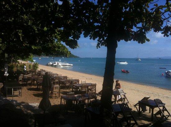 Smile House Resort: Beachfront restaurant
