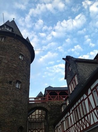 Burg Stahleck: Tower from the central courtyard