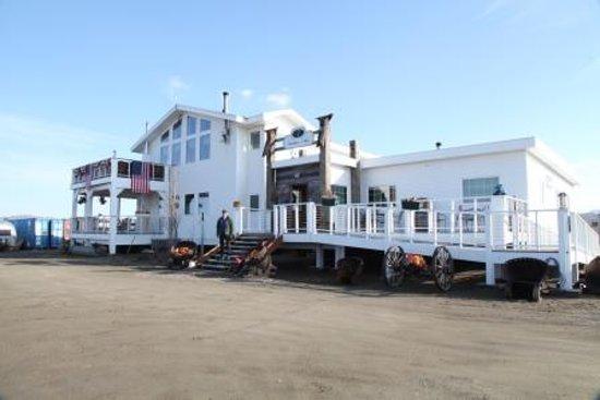 Dredge No.7 Inn : Inn from parking lot
