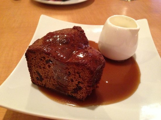 Fishtail, MT: Sticky date pudding with caramel sauce and cream