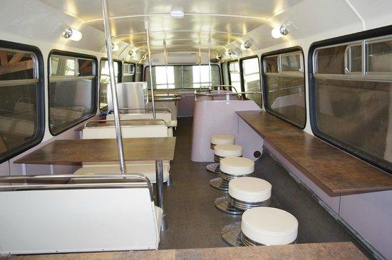 Croq ' en Bus: 1rst Floor air cond. surroundings...very smart.