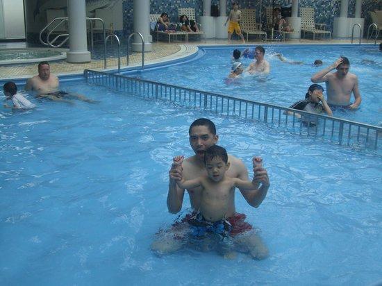 New Sanno Hotel: pool area