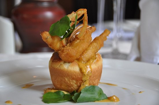 Hemingways Restaurant & Wine Cellar: Tempura Frog Legs