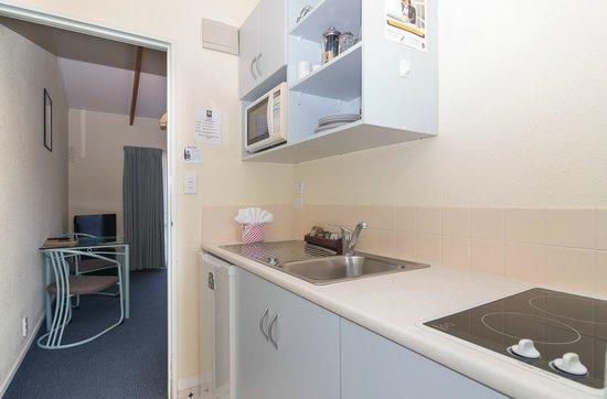 Edelweiss Motel: Kitchen