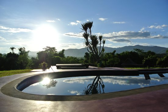 Naga Hill Resort: Abendstimmung am Pool