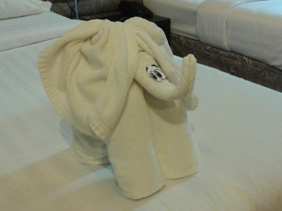 Bangkok Venice Suite: towels on bed