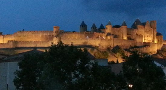 Le Martinet Rouge: Castle at Night