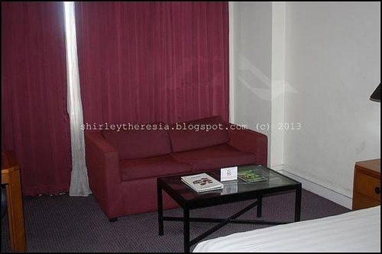 Horison Suites Surabaya: Every Room Has a Couch