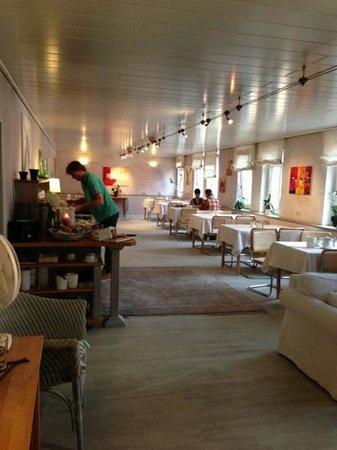 Stadt-Hotel Lörrach: breakfast room