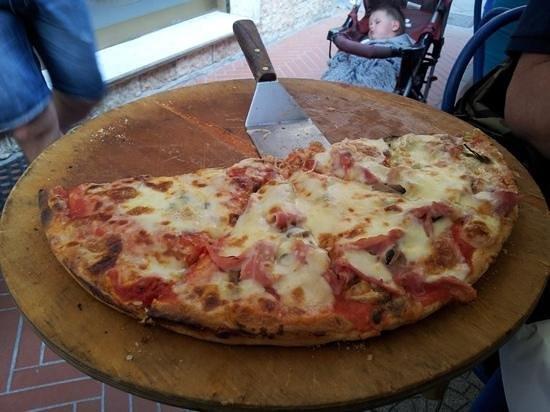Pizzeria Mamma Mia: Mitica pizza !
