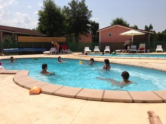 Le Hameau des Genêts : les deux piscines