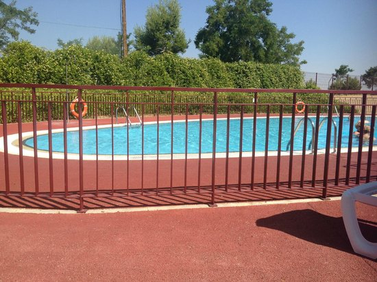 Piscina picture of hotel layos golf layos tripadvisor for Hotel toledo piscina