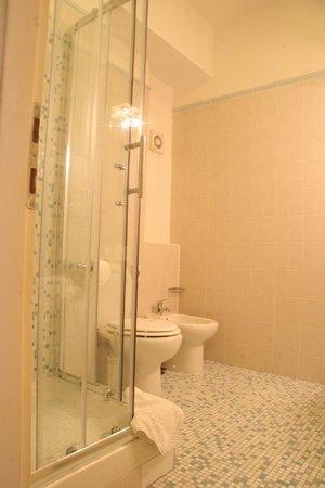 Central Hotel Tiepolo: Bathroom - standard rooms