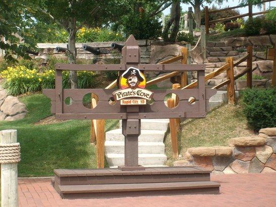 Pirate's Cove Adventure Golf : Entrance