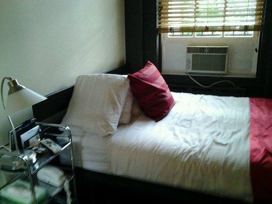 Colonial House Inn: Our room